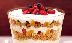 receita-taca-com-iogurte-granola-e-frutas-secas