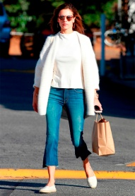 alessandra-ambrosio-calca-cropped-flare-street-style