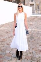 lala-rudge-vestido-branco-bota-bico-fino-preta-street-style-look-bolsa-azul