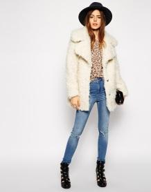 casaco-peludo-branco
