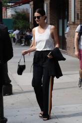 celebrity-trend-track-pants-lily-aldridge-spl-1024x1534-620x929