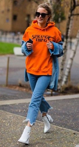 street-style-look-rebecca-laurey-moletom-laranja-bota-branca-170601-104334